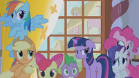 Twilight's friends hide from Zecora's gaze S1E09