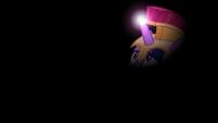 Twilight's horn illuminates the dark S5E21