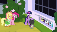 Twilight Sparkle thanking Spike S9E4