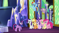 Twilight gathers her friends together S9E1