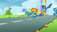Wonderbolts returning to the ground S7E7