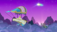 Zeppelin flies back toward Canterlot S7E22