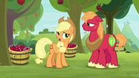 "Applejack ""her and Granny spinnin' yarns"" S9E10"