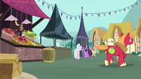 Big Mac racing to Sugarcube Corner S7E13