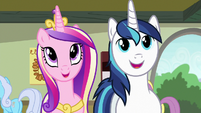 Cadance and Shining Armor admiring the art S7E3