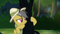 Daring Do peeking around tree S4E04.png