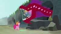 Pinkie sees Maud inside quarray eel's mouth S7E4