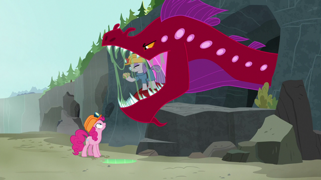 File:Pinkie sees Maud inside quarray eel's mouth S7E4.png
