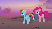 Rainbow and Pinkie walking through the desert S7E18