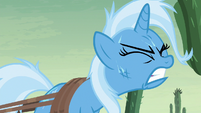 Trixie struggling with her luggage S8E19