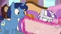 Twilight Velvet looking at the cruise schedule S7E22.png