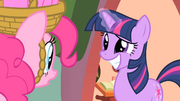 Twilight with a big grin S1E25