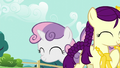 Boysenberry with her balloon giraffe; Sweetie Belle comes up S5E19.png
