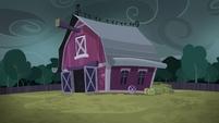 Final shot of Sweet Apple Acres barn S6E15