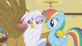Gilda grabbing Rainbow Dash S01E05.png