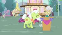 Granny Smith walking to Mayor S4E13