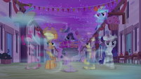 Mean Six blown away by the cold wind S6E25
