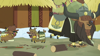 Old and young yaks stomping loudly S7E11