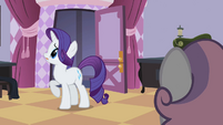Rarity looking around S2E05