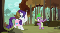 Rarity straightens mane; Spike waves to Peewee S8E11