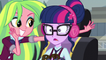 Sci-Twi uncomfortable with the loud music EG3.png