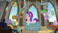 Starlight Glimmer sees something odd S8E15