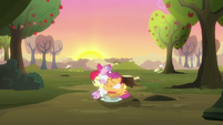 Sweetie Belle hugging her best friends S8E10