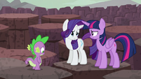 Twilight and Rarity nod to each other S6E5