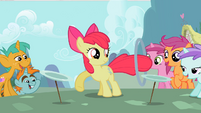 Apple Bloom keeping the plates spinning S2E06