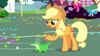 Applejack talking to Gummy S8E18