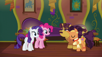 Coriander and Saffron thanking Pinkie and Rarity S6E12