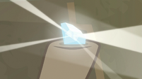 Light reflects off of Diamond of Lapis Lux S9E21