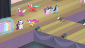 Ponies scattering S4E08.png