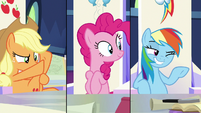 Rainbow Dash winks to off-screen S9E4
