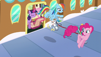 Rainbow and Pinkie get off the train S6E1