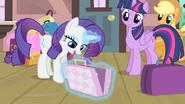 S04E08 Rarity otwiera walizkę