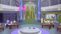 Twilight teleports behind a library pillar S9E5
