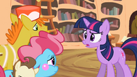 Cakes talking with Twilight S2E13