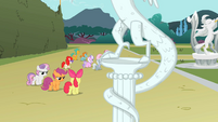 Cutie Mark Crusaders arguing while statue cracks S2E01