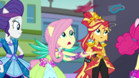 Fluttershy catches jewels when birds drop them EGDS11