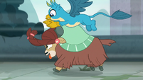 Gallus tossing Yona's hair braids S8E2