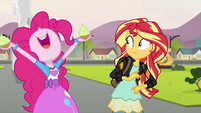 Pinkie Pie holding two cupcakes EG3