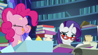 Rarity watches Pinkie Pie eat cupcakes S7E25