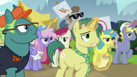 Reporter Pony appears out of the crowd S7E14