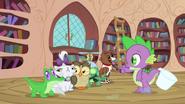 S03E11 Spike liczy ile ma zwierząt