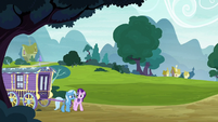 Trixie and Starlight set out on the road S8E19