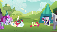 Apple Bloom and Orchard Blossom juggle on their backs S5E17