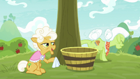 Goldie telling stories to Granny Smith S9E10