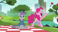Pinkie Pie holding the last note S6E3.png