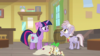Spike falls over with Dusty's mail S9E5